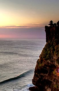 Bali Tours ideas: Get spectacular view from Uluwatu temple